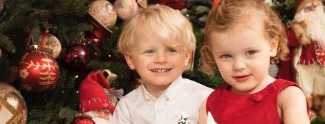 В преддверии Рождества: княгиня Шарлин поделилась милым праздничным снимком своих детей