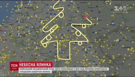 У Німеччині літак намалював у небі різдвяну ялинку