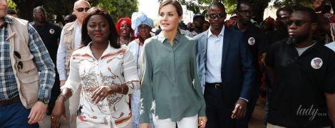 В блузке и белых брюках: повседневный образ королевы Летиции