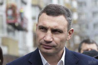 Кличко здивувався, чому люди обурилися через проект найбільшого прапора України