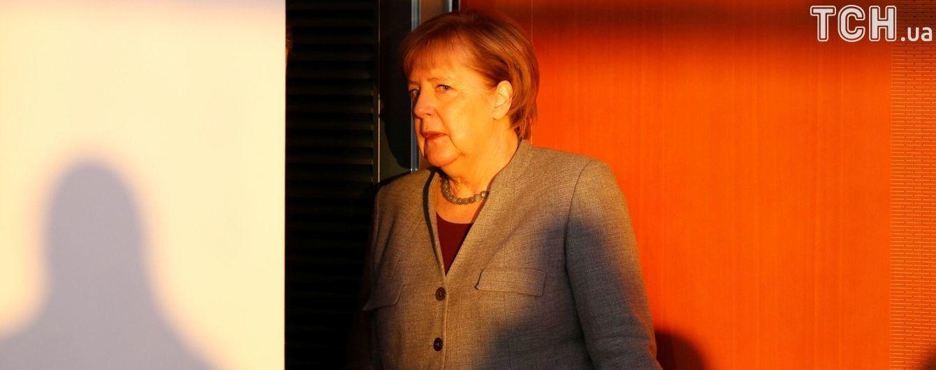 У Меркель отреагировали на предложение главы МИД Германии постепенно отменить санкции против РФ