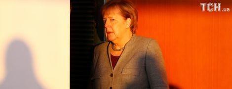 """""""Погодься, будь ласка"""". Путін розповів, як Меркель просила в нього про розміщення миротворців на Донбасі"""