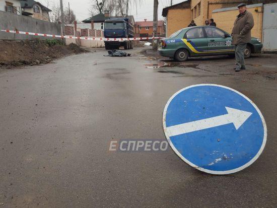У Києві серед дня авто збило на смерть пенсіонерку, водій утік з місця ДТП