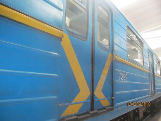 Придбані у Київського метрополітену вагони перетворять на хостел на Подолі