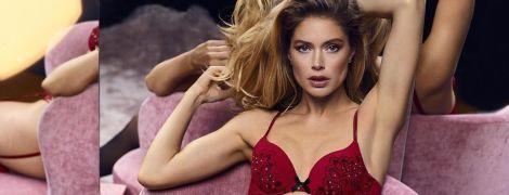 В красном белье и чулках: сексуальная Даутцен Крус демонстрирует роскошную фигуру