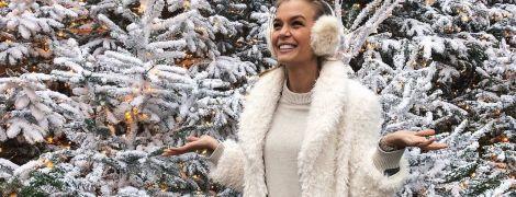 """В шубе на фоне заснеженных елок: """"ангел"""" Жозефин Скривер отправилась в отпуск"""