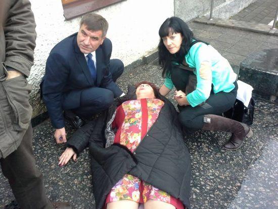 Струс мозку і перелом руки: на Вінничині заступник мера побив депутатку