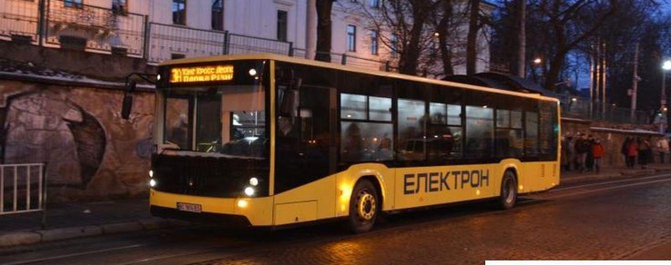 У Львові на маршрути виїхала лише п'ята частина автобусів