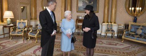 Как всегда, эффектная: королева Елизавета II продемонстрировала еще один нежный образ
