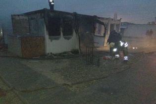 Подробиці пожежі в модульному містечку на Дніпропетровщині: сестер загиблого хлопчика з вогню врятувала адміністратор