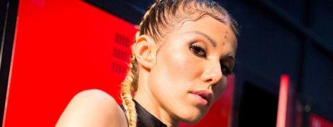 С косичками и в боксерских перчатках: дерзкий образ Алены Омаргалиевой в новом клипе