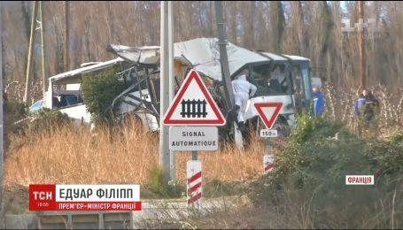 У Франції зросла кількість жертв зіткнення потяга зі шкільним автобусом