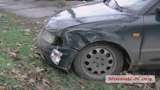 У Миколаєві п'яний таксист влаштував ДТП і заснув у авто, намагаючись втекти з місця події