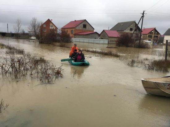 Повінь у Закарпатті пішла на спад, люди повертаються до домівок
