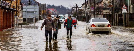 В Украине бушует непогода: сотни подтопленных домов и оборванные электропровода