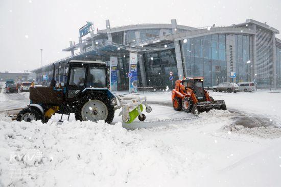 """Аеропорт """"Київ"""" через ускладнення погодних умов переносить частину рейсів до Борисполя"""