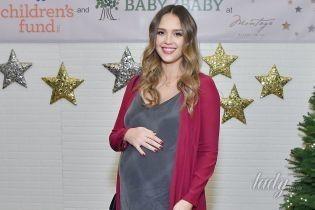 Родила и сразу же опубликовала фото сына: Джессика Альба стала мамой в третий раз