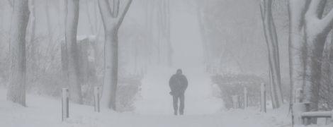 У Києві лютує зима: затори паралізують місто, авіарейси переносять, а погода ставатиме тільки гіршою