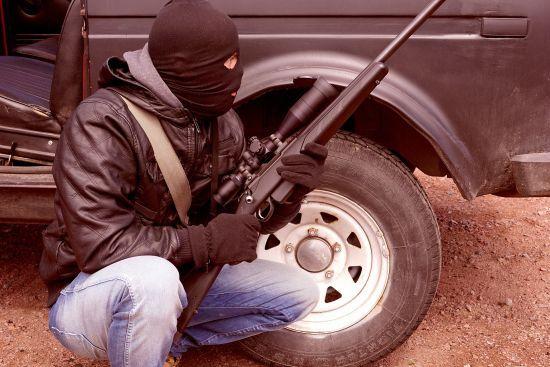 У Києві невідомі у балаклавах відібрали у чоловіка півмільйона гривень посеред вулиці