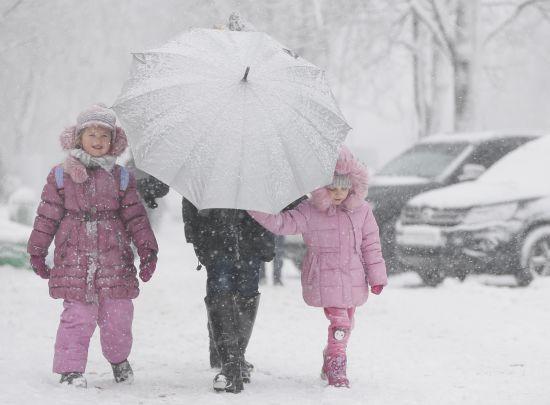 Невтішний прогноз: вночі столицю очікує ще більша хуртовина, сніг та ожеледиця