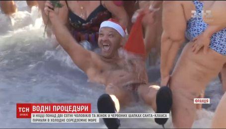 В Ницце более двухсот смельчаков в красных шапках нырнули в холодное Средиземное море