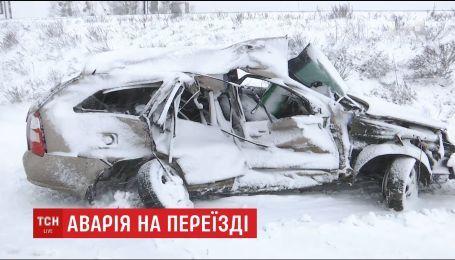 Врачи борются за жизнь водителя, который не разминулся с поездом под Киевом