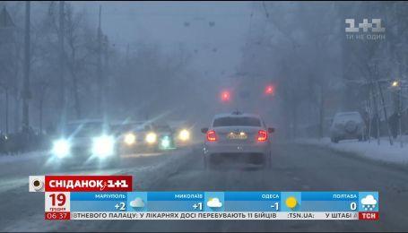 Справжня зима: на що варто звернути увагу учасникам дорожнього руху під час снігопаду