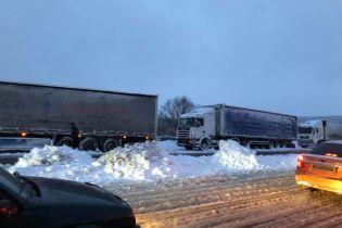 Одеську трасу повністю перекрито через снігопад