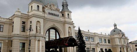 """""""Укрзализныця"""" ввела оплату карточками в международных кассах"""