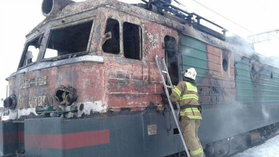 На Львівщині поблизу залізничної станції загорівся електровоз