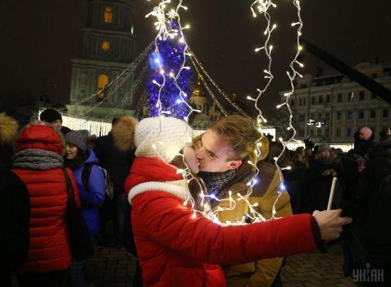 У Києві засяяла головна новорічна ялинка