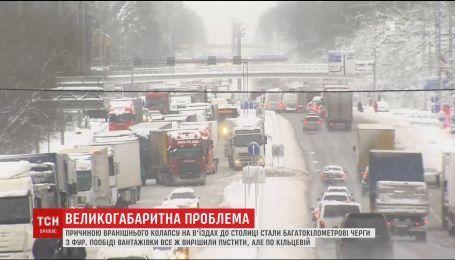 Грузовики вызвали транспортный коллапс на подъездах к столице