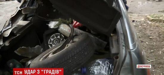 """Снаряд """"Граду"""" в машині та осколок у сантиметрі від голови: як жителі Новолуганського пережили жахливий обстріл бойовиків"""