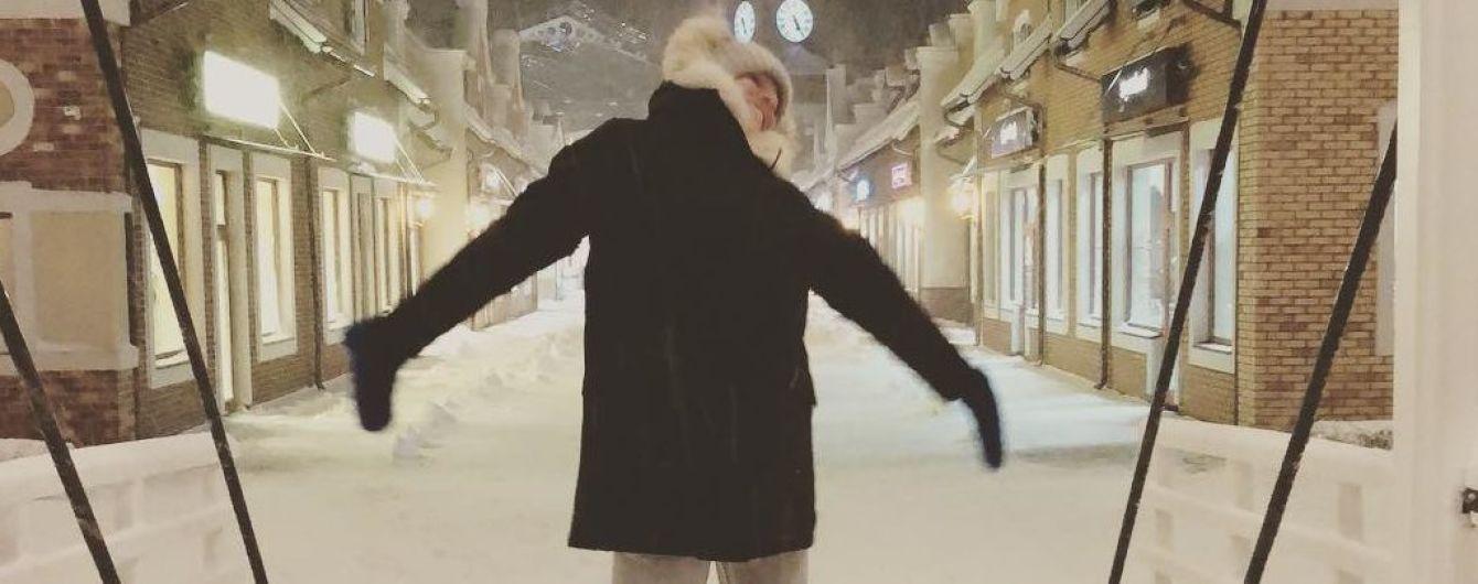 В трениках и уггах: Катя Осадчая поделилась милым зимним снимком