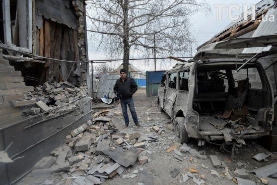 Дюжина прицільних обстрілів та поранений український військовий. Доба у зоні АТО