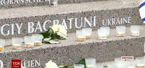 Меморіал загиблим у берлінському теракті відкрили на тлі критики Меркель постраждалими і родичами жертв