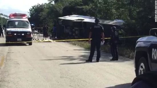 У Мексиці перевернувся туристичний автобус: щонайменше 12 людей загинули