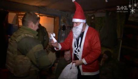 """Журналисты """"Грошей"""" поздравили бойцов АТО с Днем Святого Николая"""