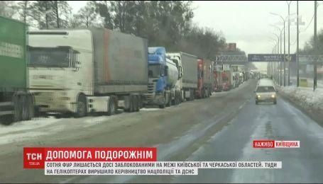 Заблокированные грузовики и заснеженная трасса: что известно о ситуации на трассе Одесса-Киев