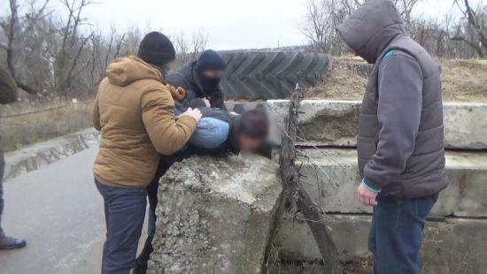 """У зоні АТО на лінії розмежуванні схопили інформатора """"МДБ ЛНР"""""""