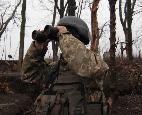 Применение артиллерии и один травмирован военный. Сутки в зоне АТО