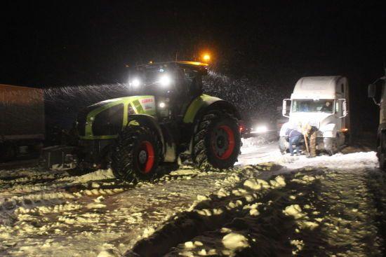 На Київщині ще залишилося майже 20 кілометрів заторів через сильний снігопад