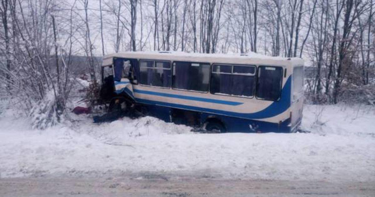 У Львівській області на автодорозі Львів-Східниця зіткнулися автобус