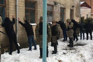На Вінниччині два десятки озброєних чоловіків намагалися захопити підприємство