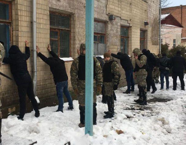 Вчора під час нападу на одне із підприємств Херсонщини відбулася стрілянина: 6 чоловіків потрапило до лікарні
