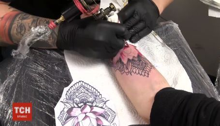 Процес татуювання за одну хвилину