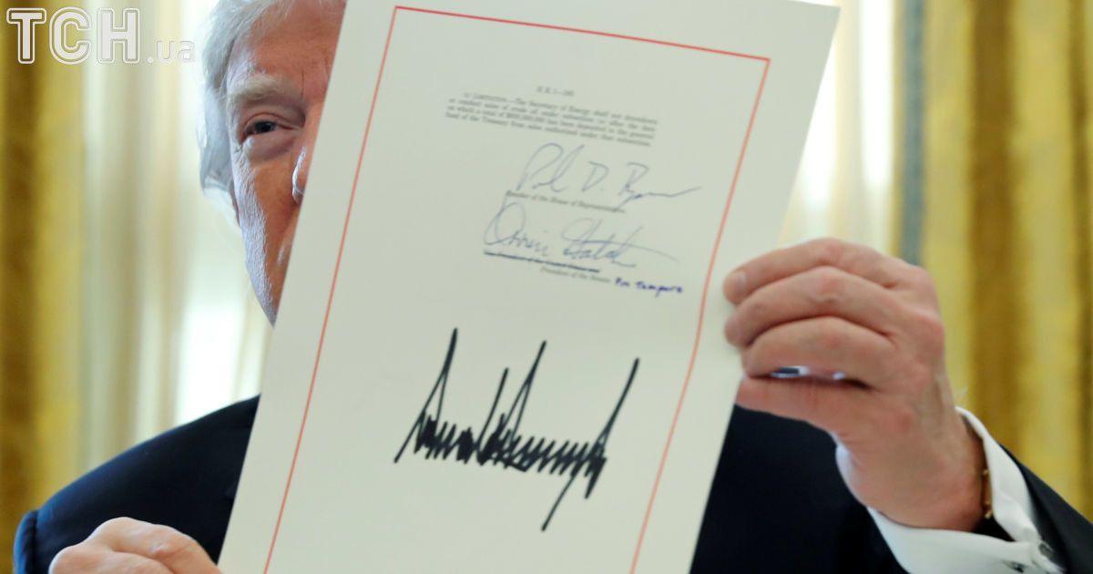 Трамп подписал налоговую реформу