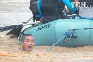 По Филиппинах ударил мощный шторм, который унес жизни почти сотни людей