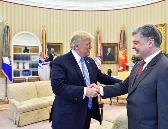 Порошенко зустрінеться із Трампом у Давосі