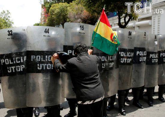 У Болівії протести лікарів завершилися масштабними сутичками з поліцією